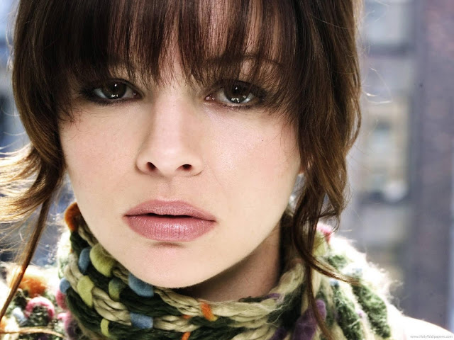 Amber Tamblyn Latest Wallpaper-1600x1200-06