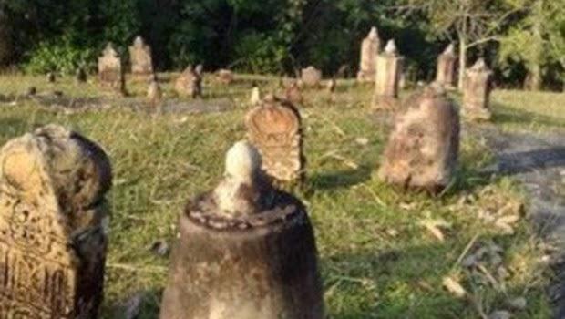 Makam Angker di Medan Belawan