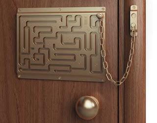 Porta com protecção de labirinto