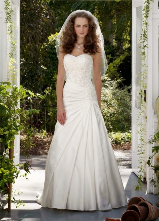 Buy and sell used wedding dresses online in Ireland.