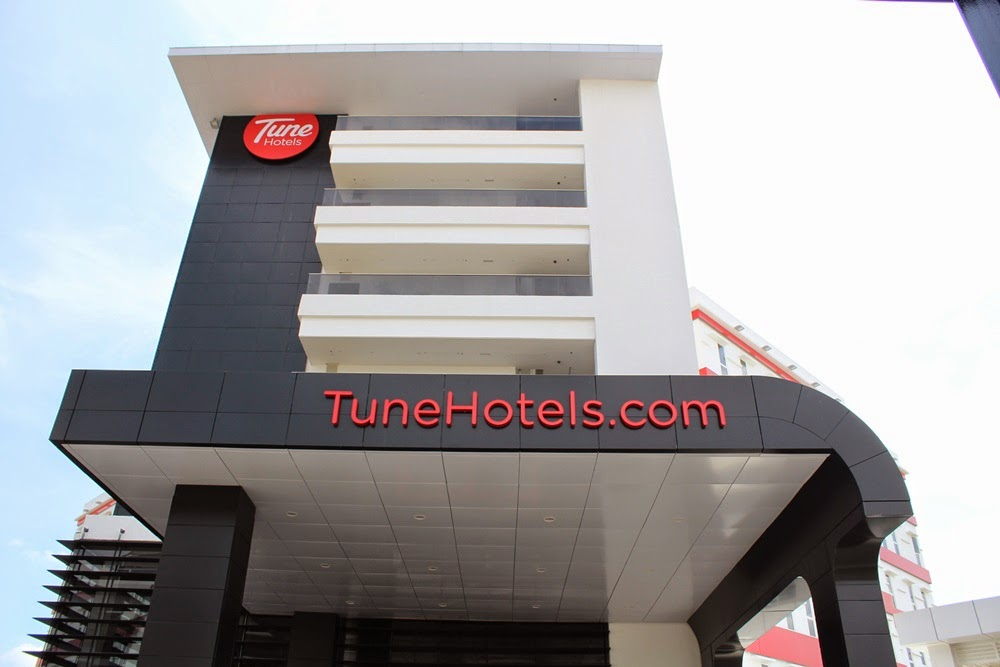 Front view of Tune Hotel klia2