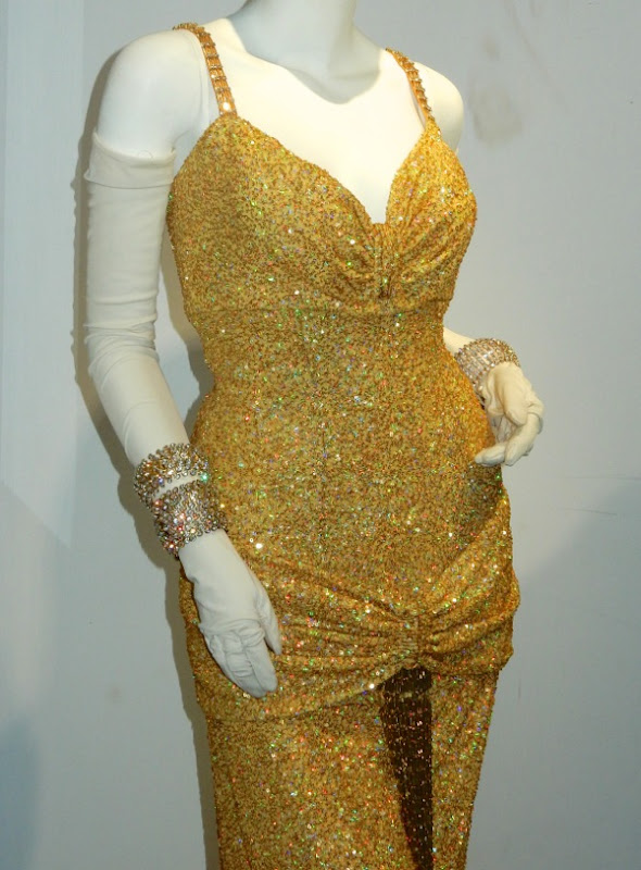 Uma Thurman Rebecca Duvall Smash gold dress