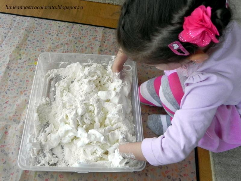 zăpadă artificială din făină și spumă