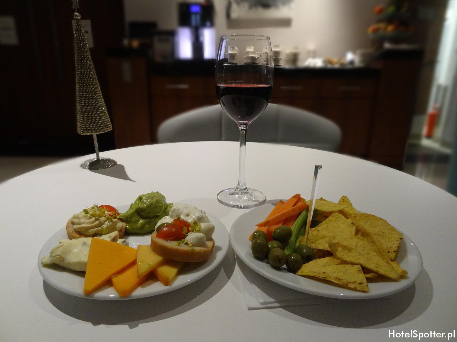 Executive Lounge w Hilton Warsaw - przekaski
