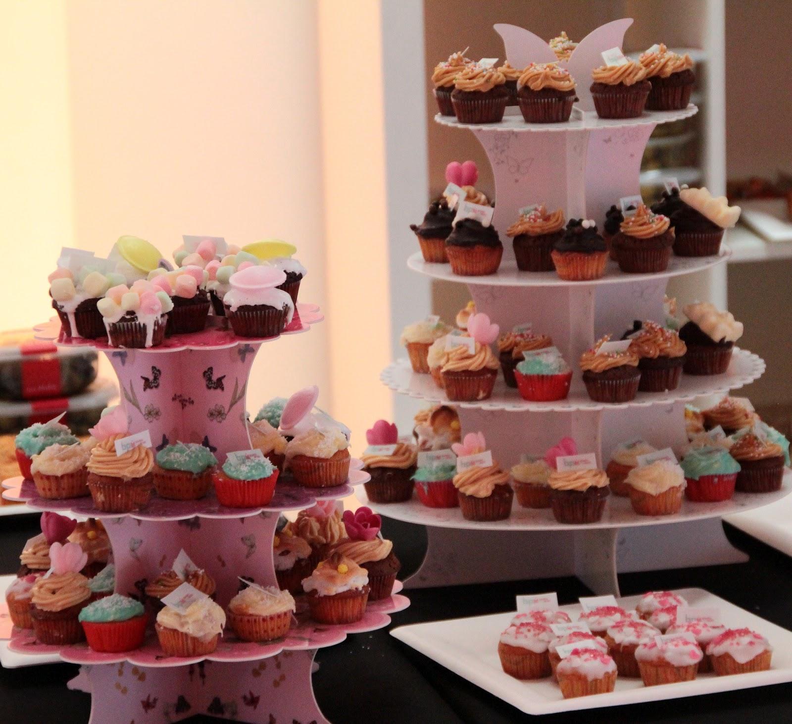 cupcakes présentés sur cupcake stand