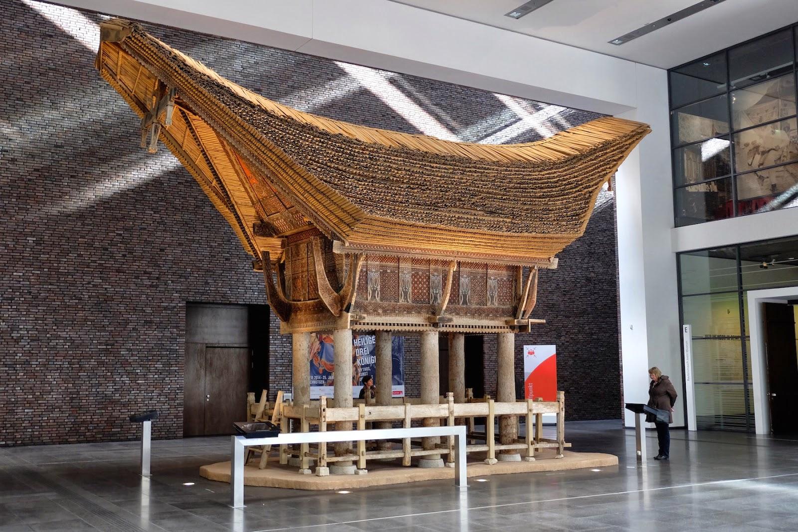 der Reisspeicher wurde in den 1930er Jahren in Indonesien hergestellt