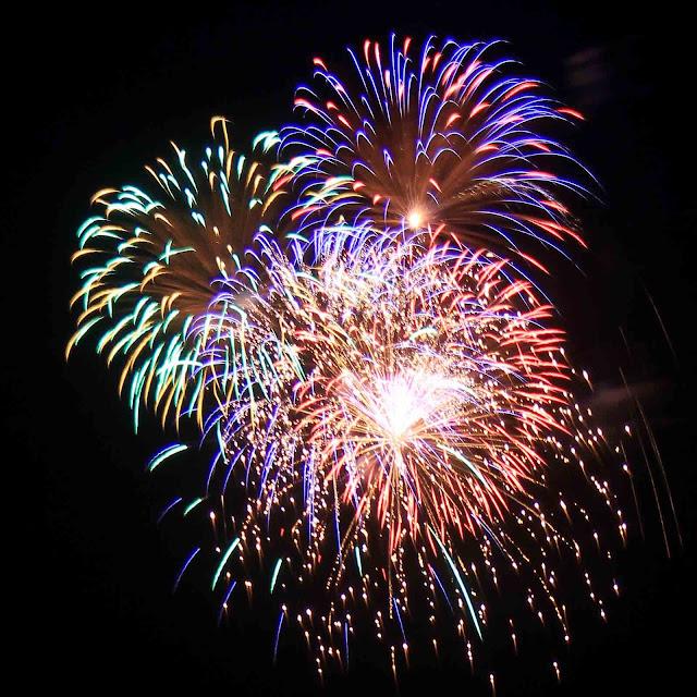 http://1.bp.blogspot.com/-KyFLa6ZsbvY/UdDpB-ui4rI/AAAAAAAAMtU/5GK-XgxcB7c/s1600/fireworks1600.jpg
