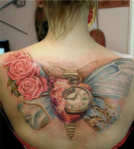 Tatuagens Femininas Surrealistas - Rosas, Relógio, Asas e Coração