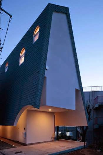 142 Japanese Vertical House Design Boasts Different Sized Windows