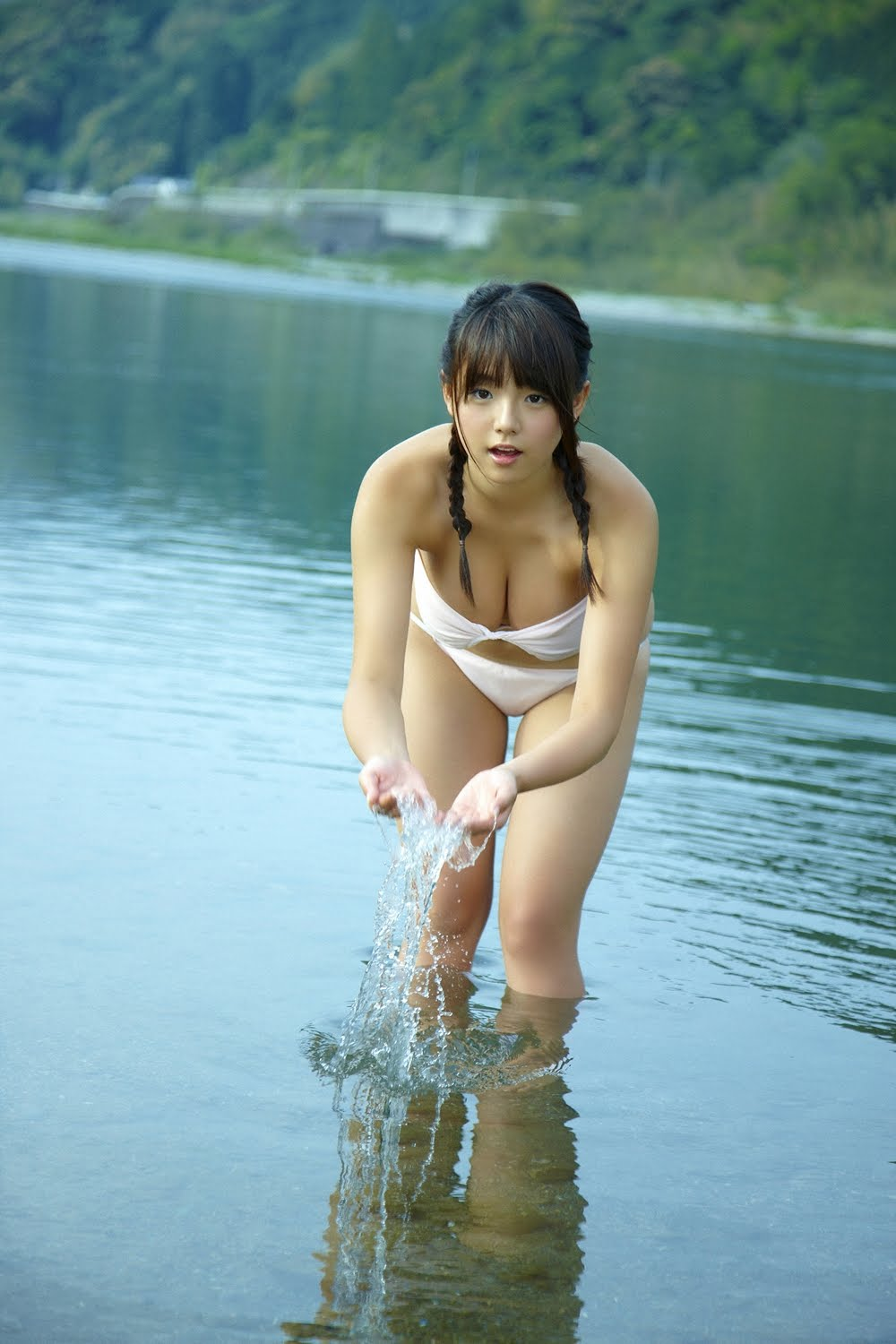 ai shinozaki busty japanese idol 04