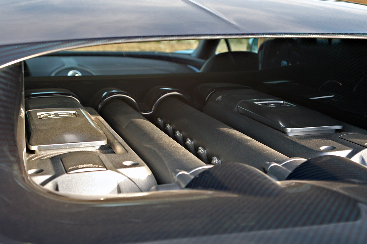 Bugatti Veyron Super Sport Specs,Bugatti Veyron Super Sport Wallpaper,Bugatti Veyron 16.4 Super Sport,2011 Bugatti Veyron Super Sport,bBugatti Veyron Super Sport Pics