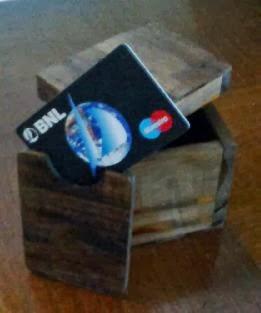 portatarjetas en madera reciclada