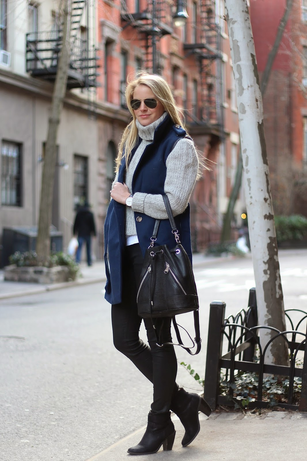 sleeveless coat, turtleneck sweater, leather backpack, how to layer clothes
