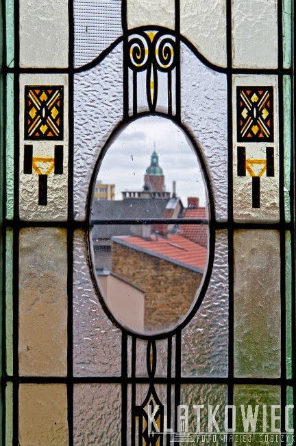 Gorzów Wielkopolski. Kamienica z oryginalnymi witrażami i panoramą na katedrę.