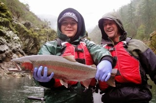 Steelhead-fishing-trips-on the-Rogue-river-in-southern-Oregon