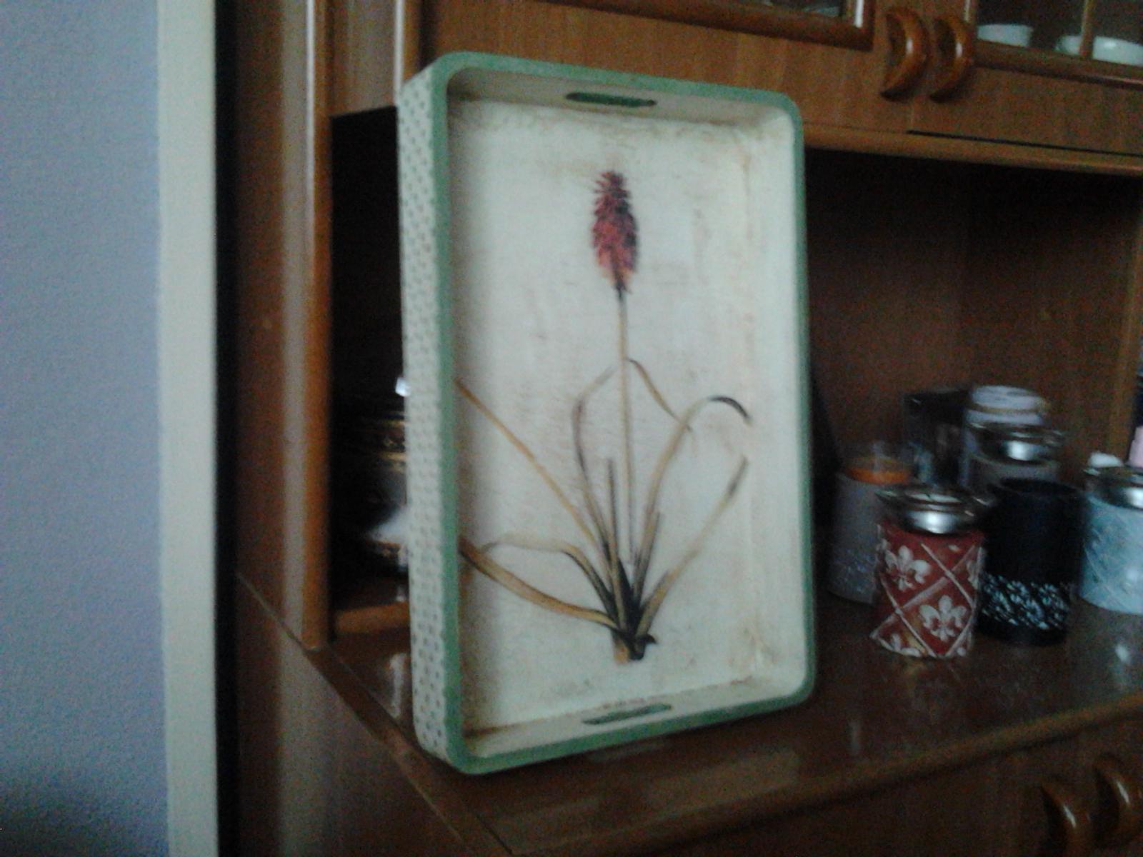 A vueltas con la inspiraci n bandeja de madera decorada for Bandejas de madera decoradas