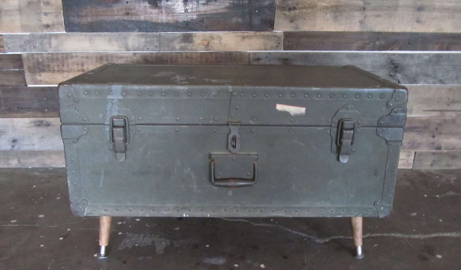 Remnant handmade for How to turn a trunk into a coffee table