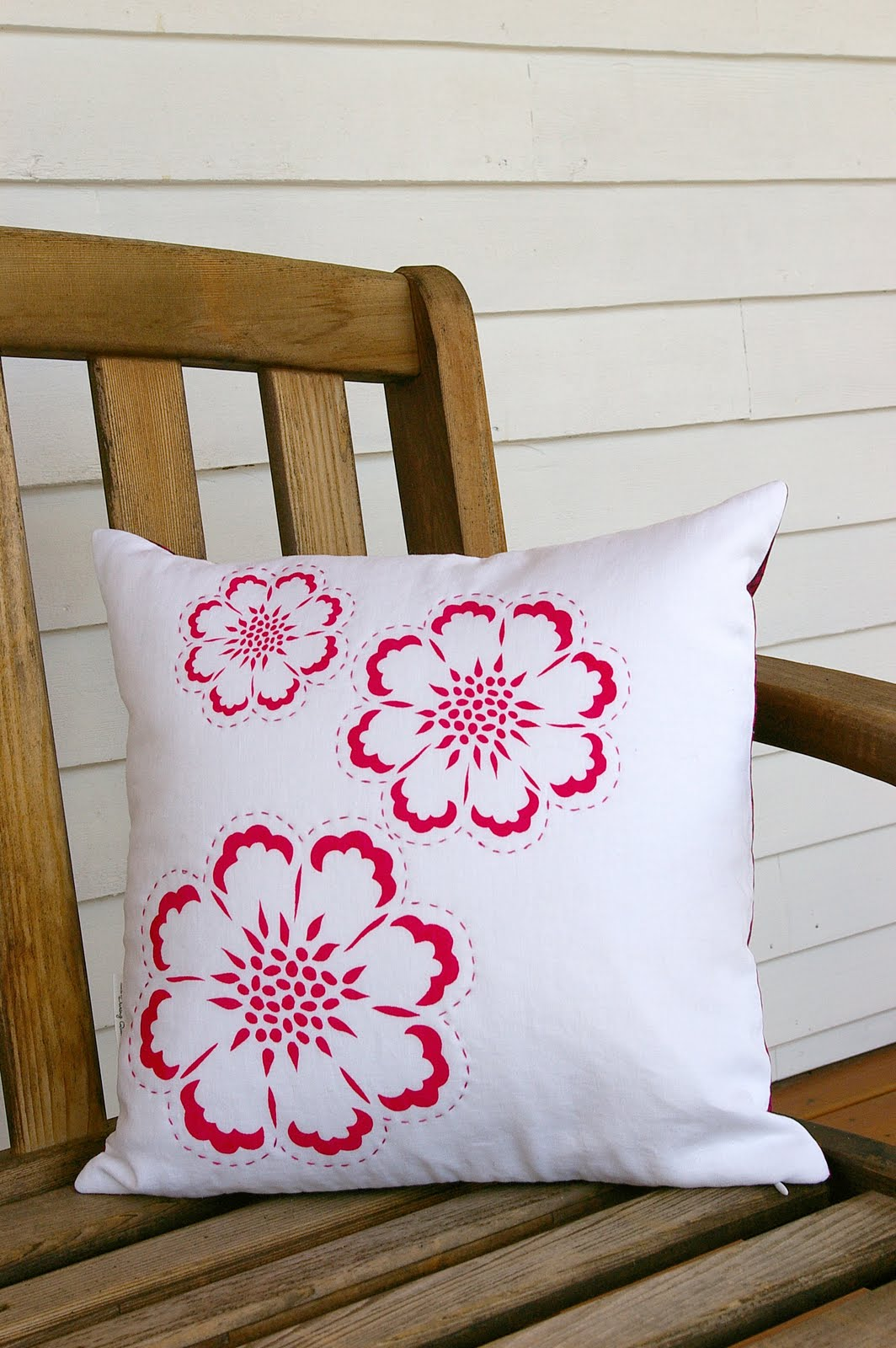 Embroidery Designs On Pillow Cover makaroka.com