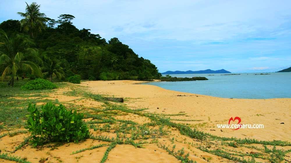 Pantai Berpasir Batu Belat Kabupaten Bengkayang