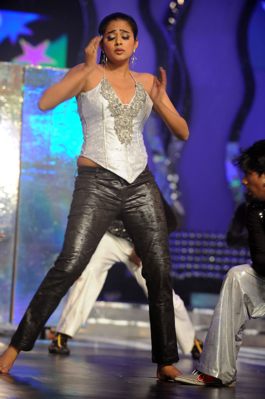 Priyamani Hot Dance Performance @ Cinemaa Awards 2011