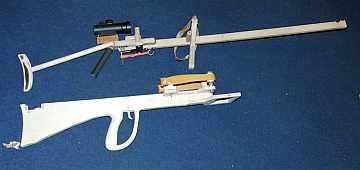 На фото: рогатка-винтовка с оптическим прицелом