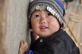 Hình ảnh về nụ cười ngây thơ của một em bé