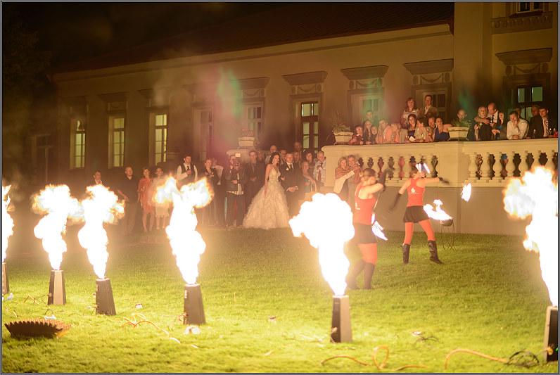 ugnies šou vestuvėse