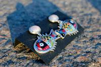 Auskari: sudrabs-Ag925, pērles, emalja. Cena: 65 Ls