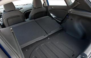 2hyundai-accent-interior-cargo.jpg
