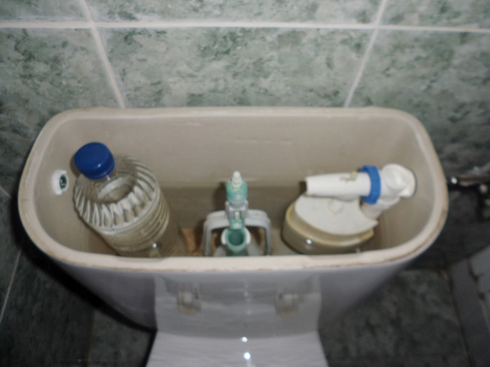 Medio ambiente hell n agua consumo responsable for Lo espejo 0847 la cisterna