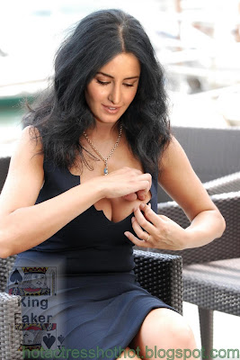 katrina kaif hot pics removing something from cleavage