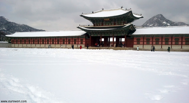 Puerta Heungnyemun del palacio Gyeongbokgung, en Seúl
