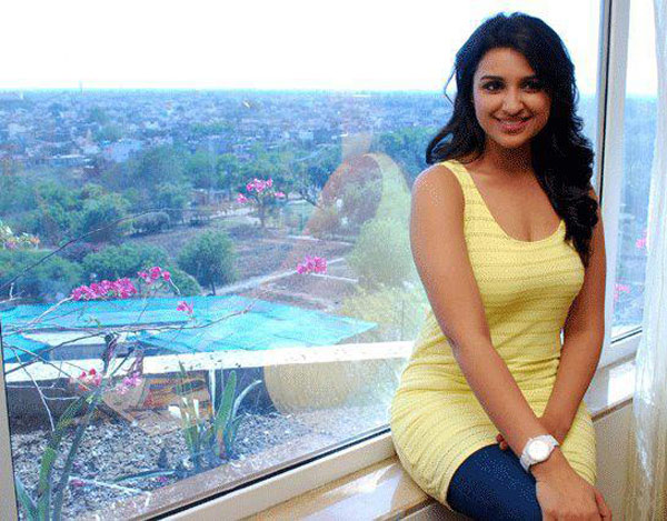 Parineeti chopra yellow top - (2) - Parineeti chopra at patrika group