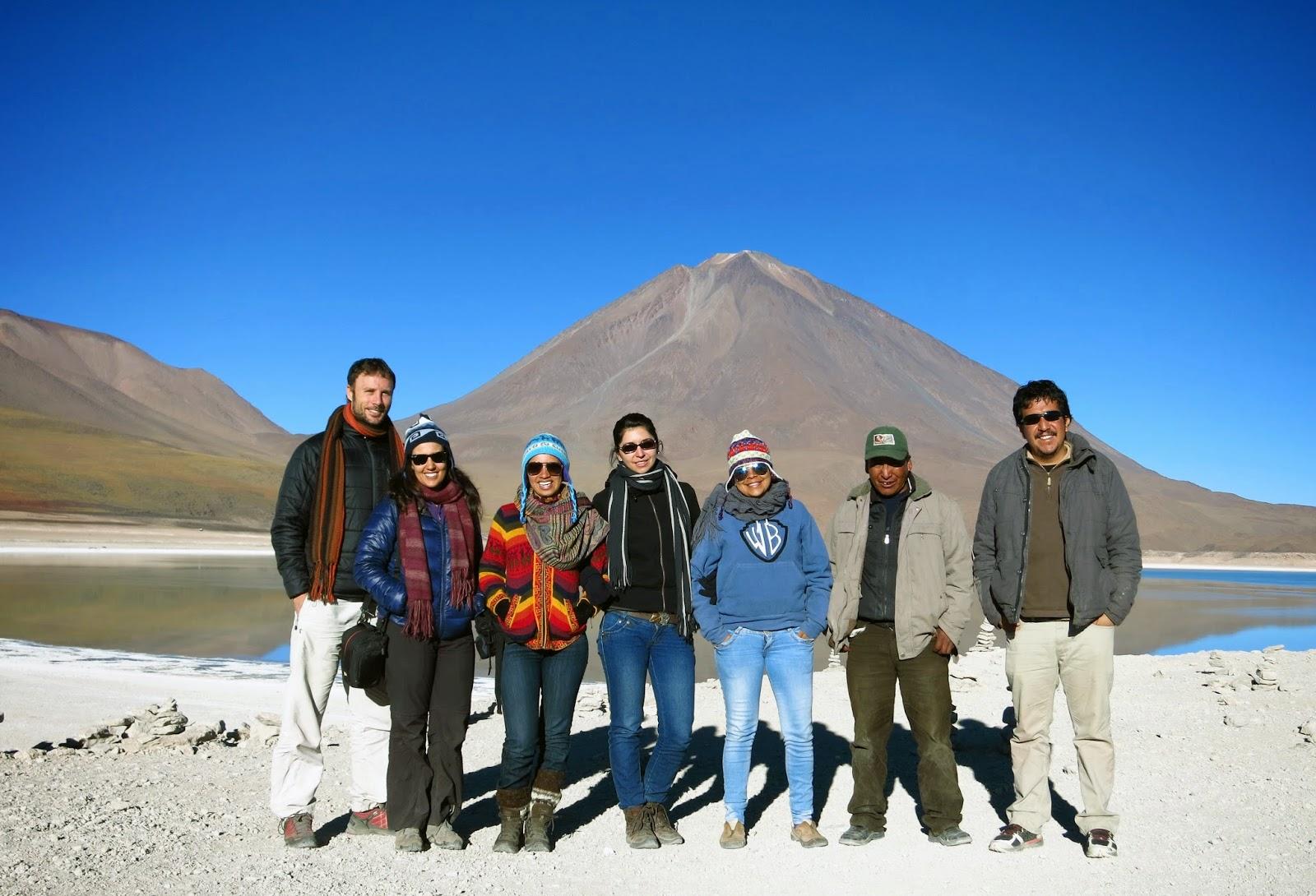 Expedición por el Salar de Uyuni - Volcán Licancabur al fondo.