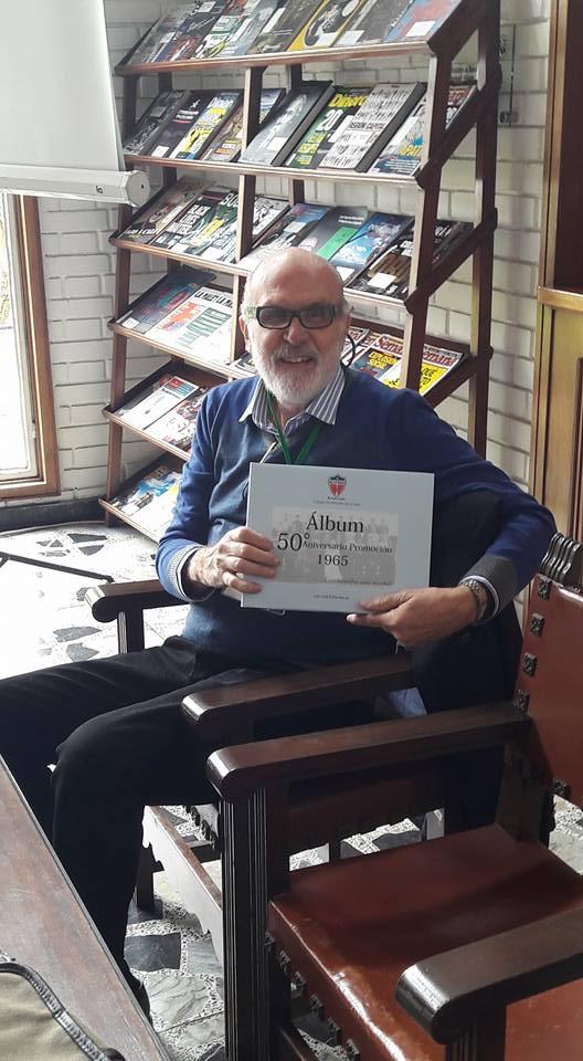 """Con mi libro """"Album 50 Aniversario Promoción 1965 Colegio de La Salle,Cien biografias para recordar"""