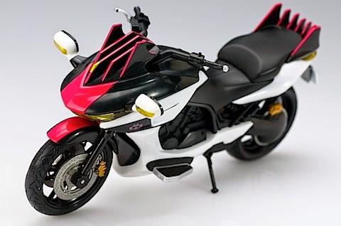 gambar Machine Decader, sepeda motor yang dikendarai oleh Kamen Rider Decade