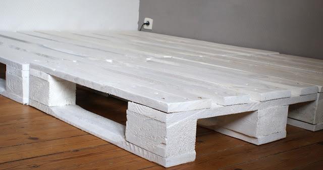 Lit En Palette De Bois Avec Lumiere : Un cadre de lit ? base de palettes – Mademoiselle Je Sais Tout