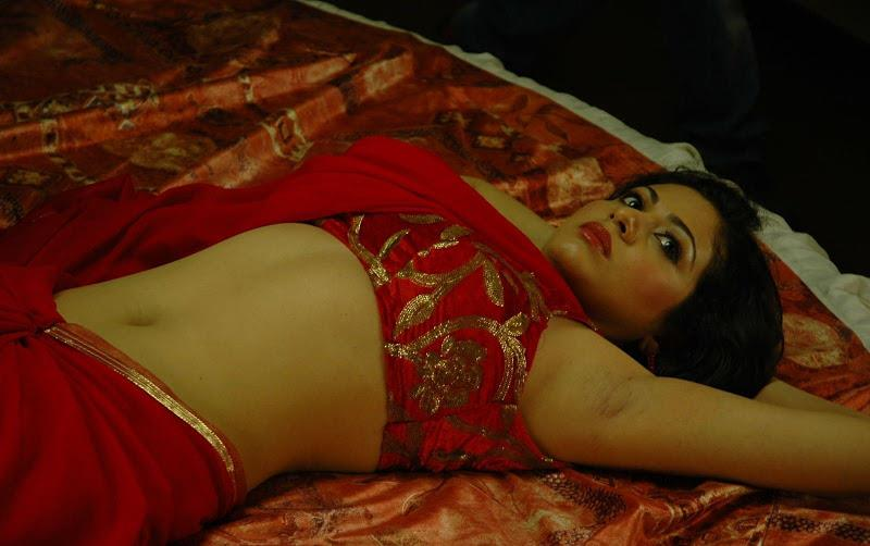 Hot Desi Aunies Saree Below Deep Wide Hot Round Unseen Navel Show