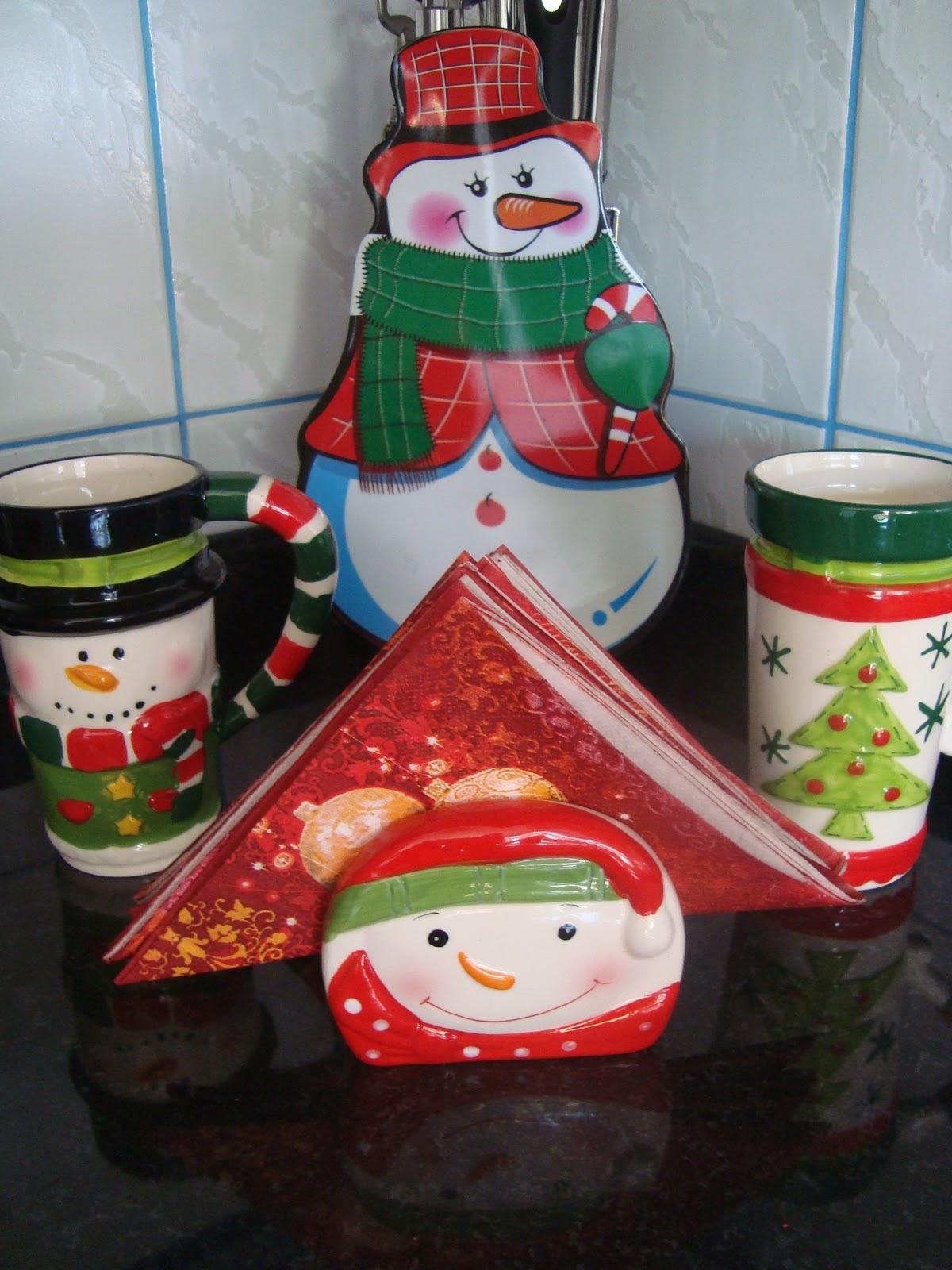 decoracao cozinha natal : decoracao cozinha natal:Árvore de Natal com morangos, está eu coloquei em cima da geladeira