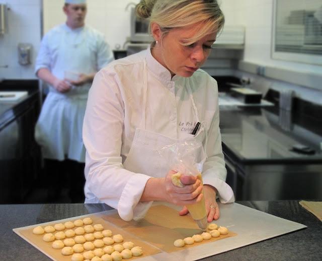 Christelle Brua dans son labo, au Pré Catelan