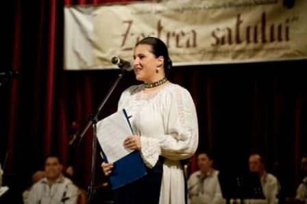 """Bistrița, martie 2011 - Prezentatoare la Festivalul-concurs """"Zestrea satului""""."""