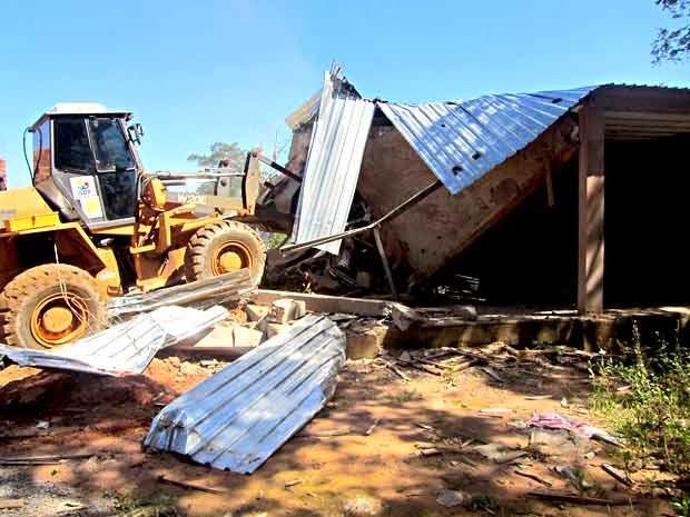 Operação remove obras irregulares em áreas públicas do DF