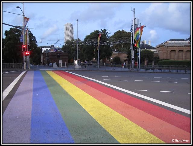 Oxford Street Sydney passage piéton arc en ciel rainbow path