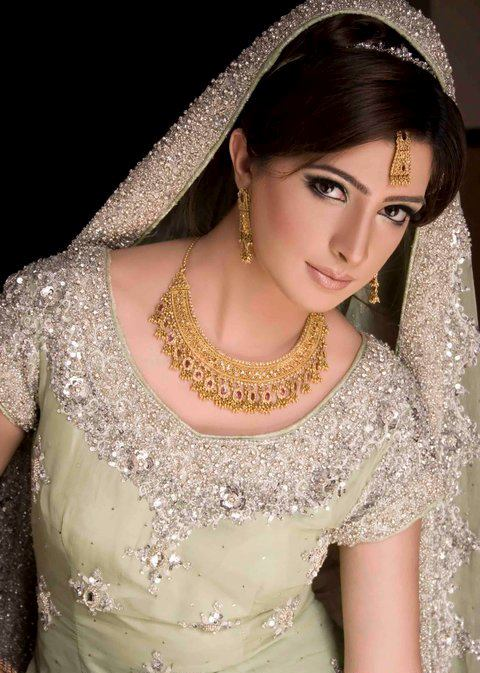 All About Fashion Bridal Gold Jewelry Trends