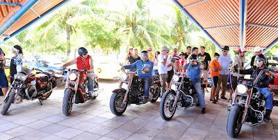Motos e motociclistas customizados também marcaram presença na festa.