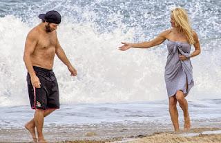 Pamela Anderson Red Bikini France