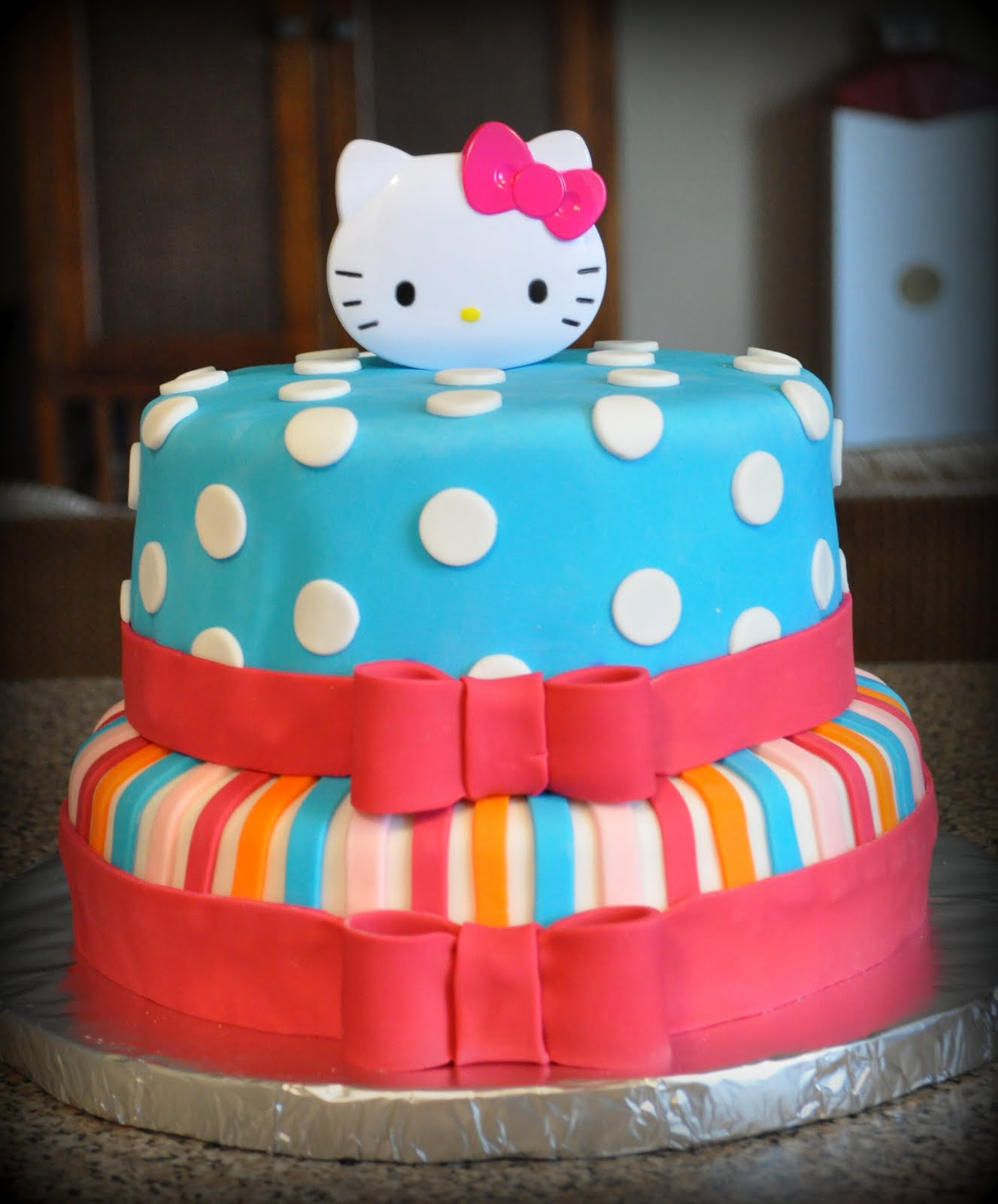 made this Hello Kitty cake for a sweet little girls birthday party ...