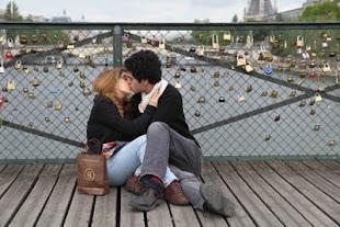 Los enamorados del Puente de las Artes