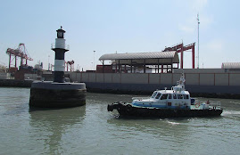 Phare du Muelle de Guerra (Callao, Prou)