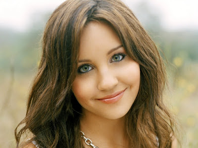 Fashion Desinger Amanda Bynes Wallpaper